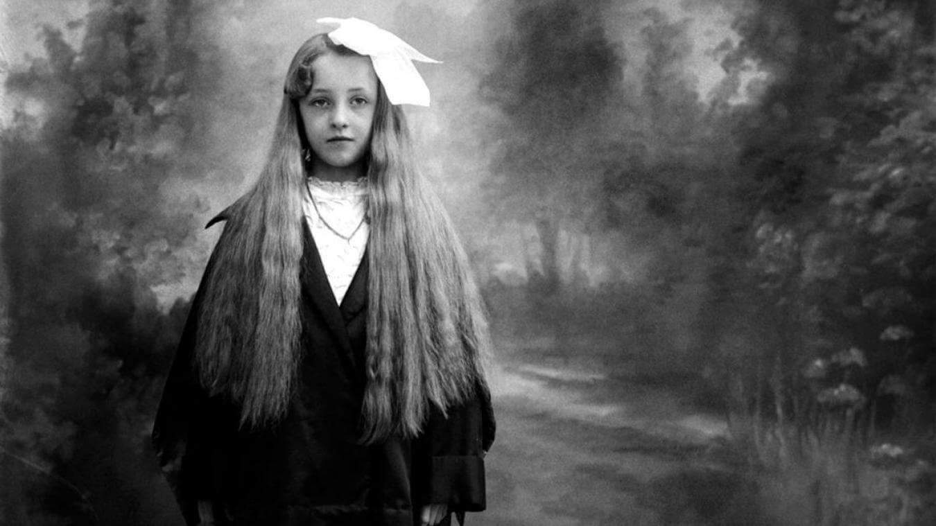 Photographie d'une jeune fille prise par Norbert Ghisoland
